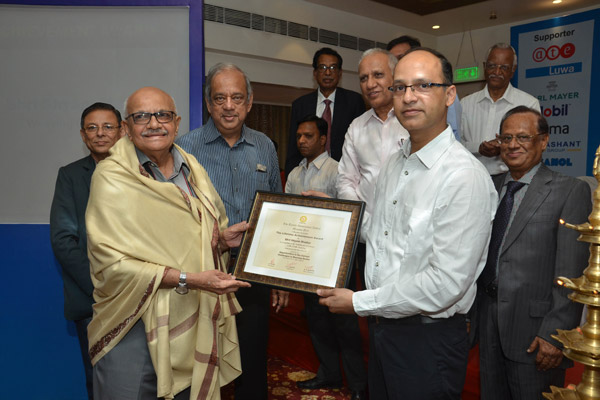 Photo-2.-Felicitation-to-Shri-Shyam-Master