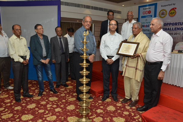 Photo-3.-Felicitation-to-Shri-Hasmukh-Shah